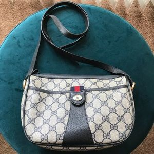 1989 Authentic Vintage Gucci Shoulder bag
